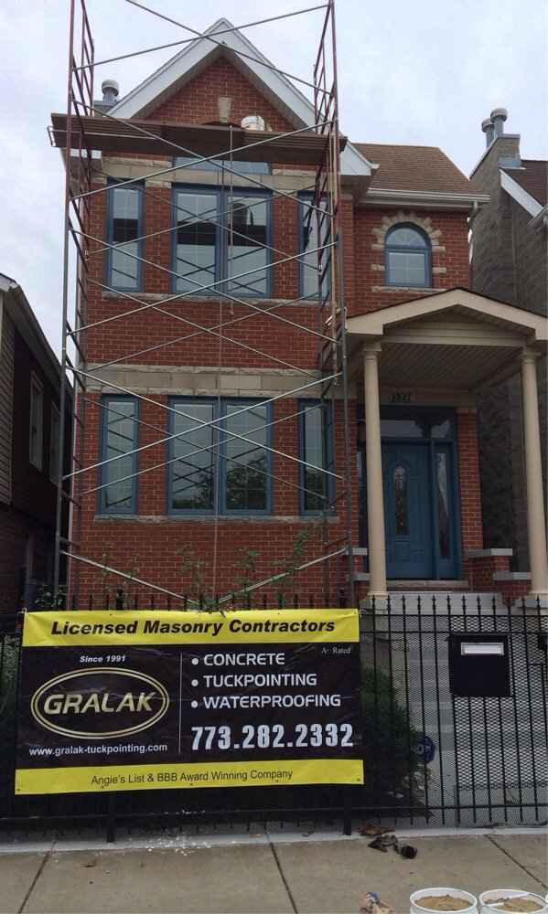 Tuck pointing in Chicago by Gralak Licensed Masonry Contractors since 1991. Waterproofing,Caulking,Flashing,Split Cinder Blocks